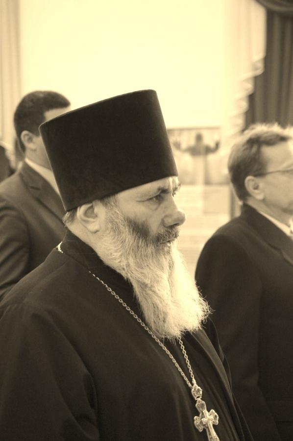 Епархиальный духовник