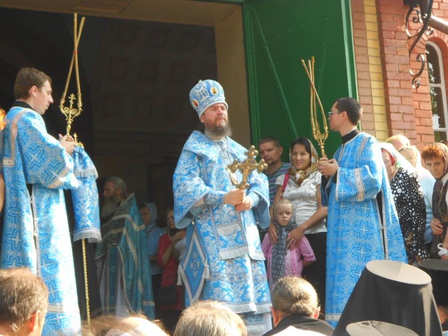 Епископ Нарвский и Причудский - Лазарь.