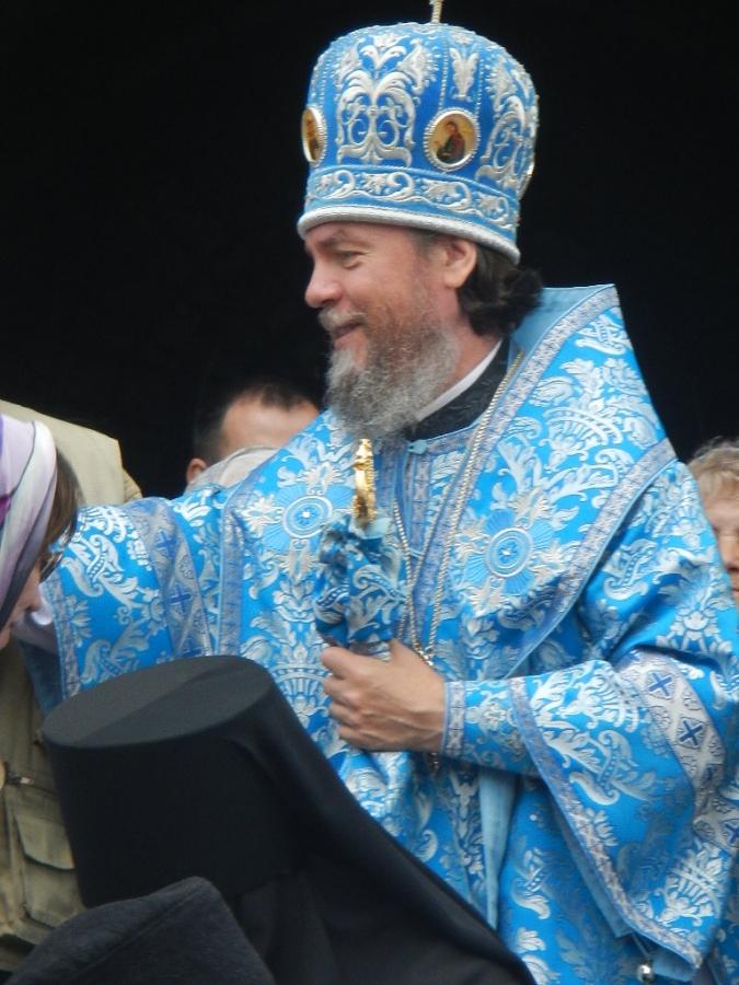 Епископ Нарвский и Пречудский Лазарь.