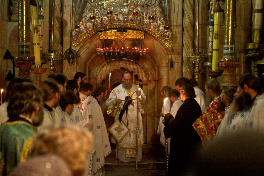 Литургия в Храме Гроба Господня.Служит Патриарх Иерусалимский Феофил.