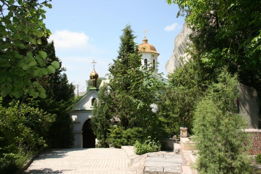 Инкерманский пещерный монастырь.