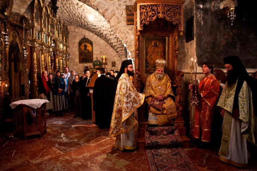 Храм Архангела Михаила в Иерусалиме...служат греки