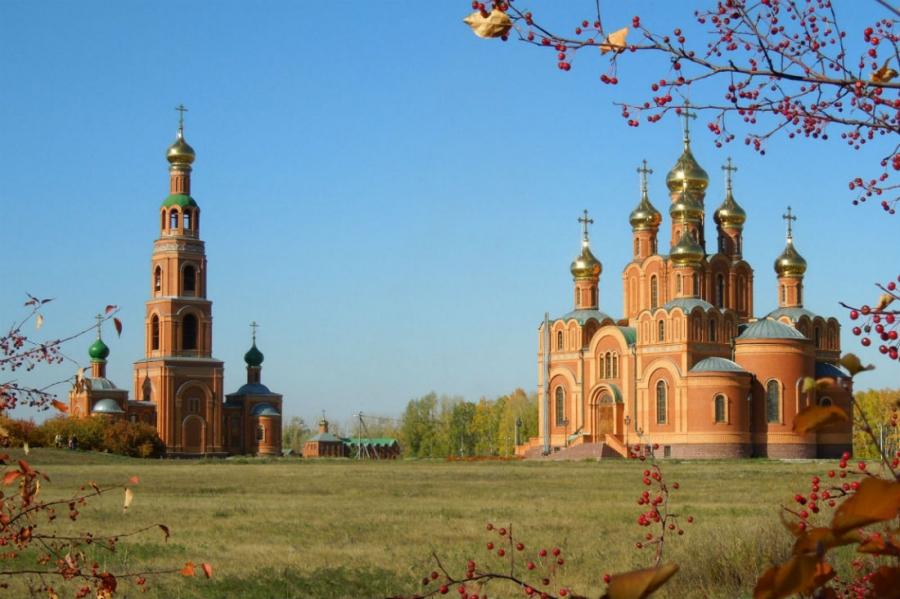 Свято-Успенский собор и колокольня в Ачаирском Крестовом монастыре