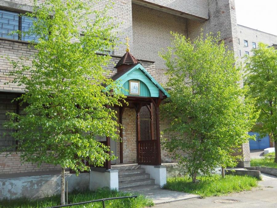Маленький храм при большой больнице