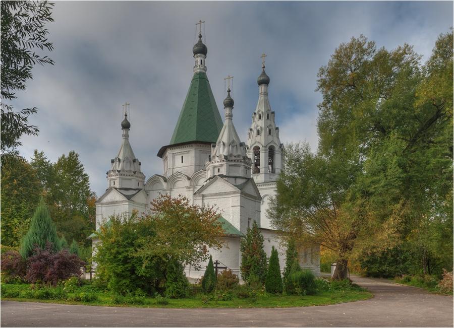 храм Троицы Живоночальной в Троице-Голенищево