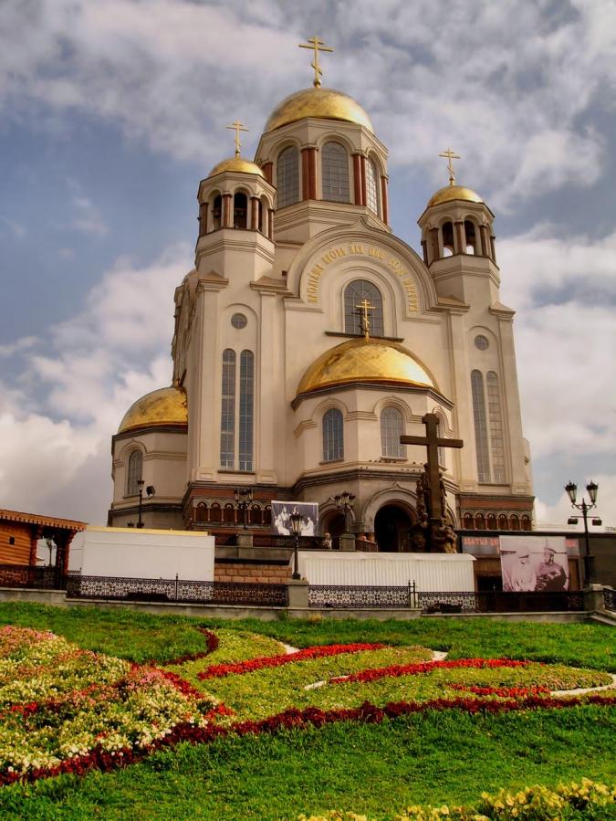 Храм на Крови во имя Всех Святых, в земле