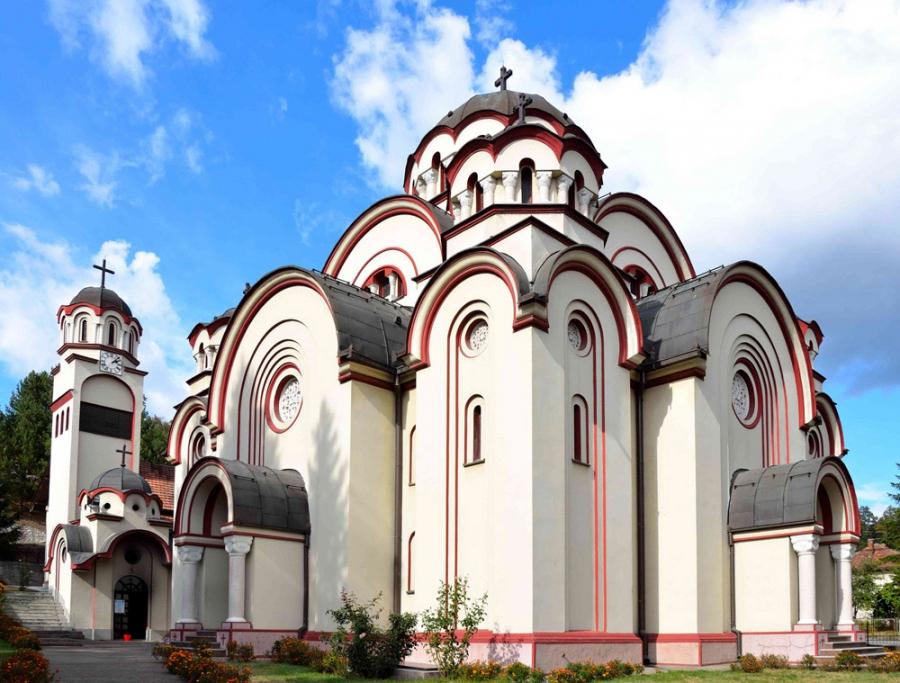 храм св.Петра и Павла,Добой