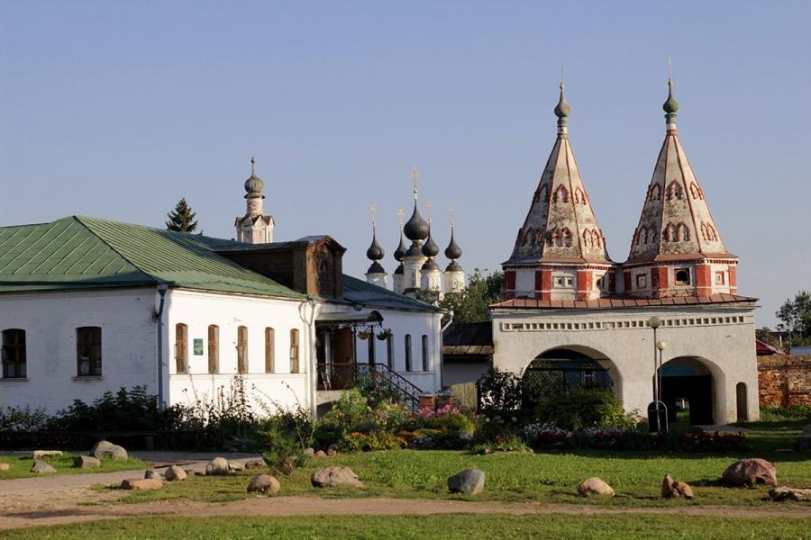 Ризоположенский монастырь.