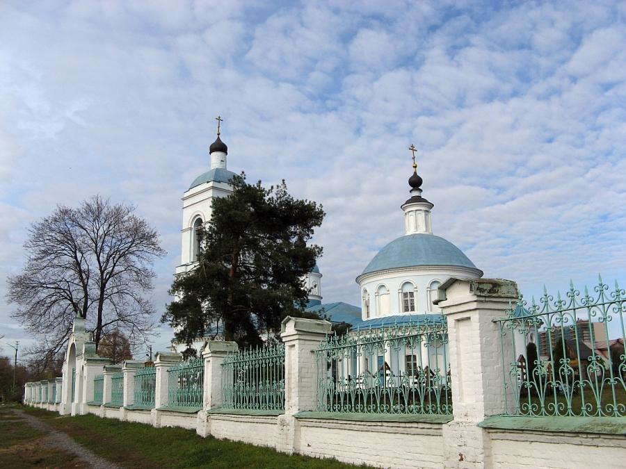 Церковь Покрова Пресвятой Богородицы в Хомутово.