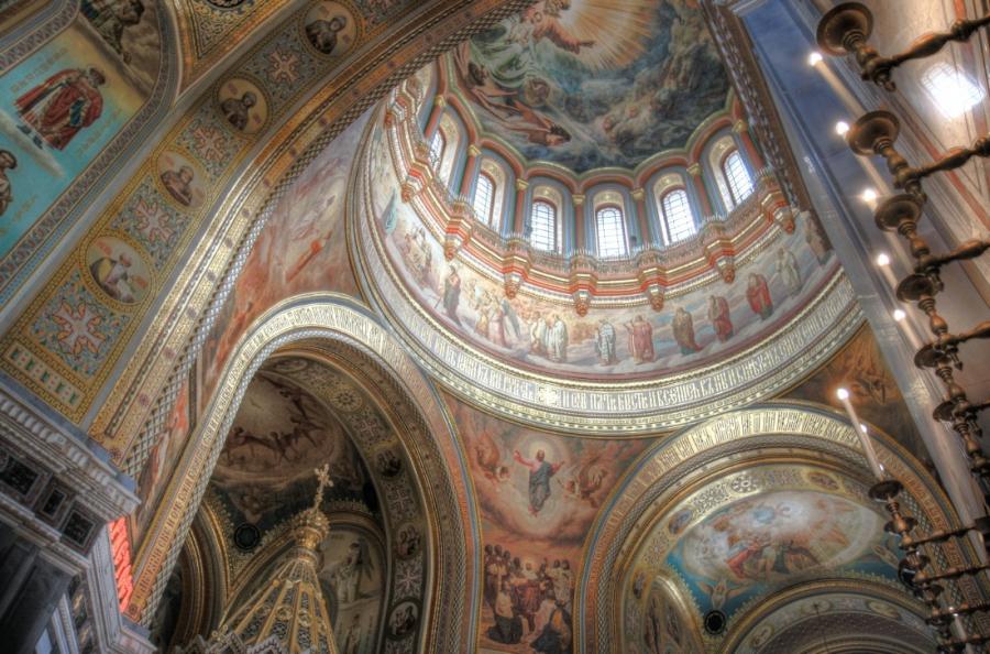 Под куполом Храма Христа Спасителя