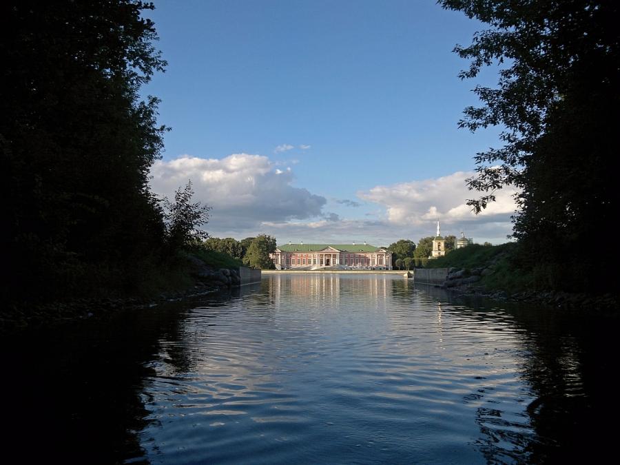 Вид с воды на Шереметьевский дворец.