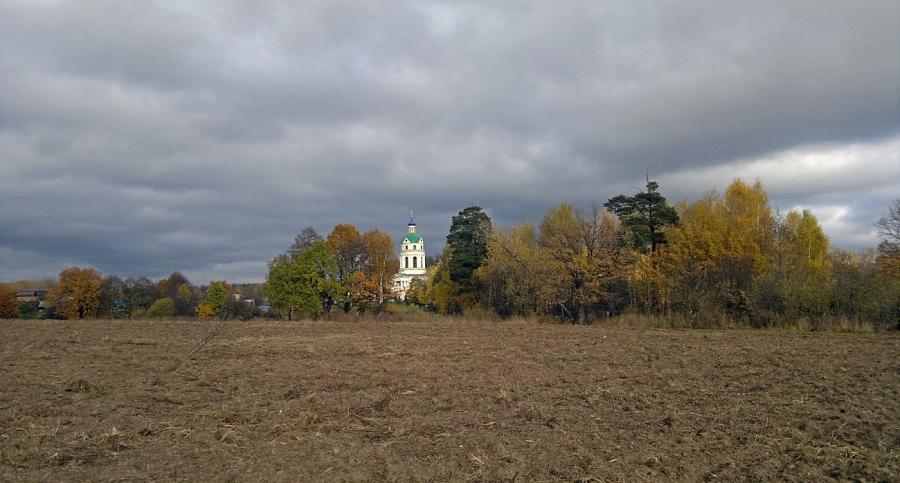 Вид на Никольский храм. Октябрь.