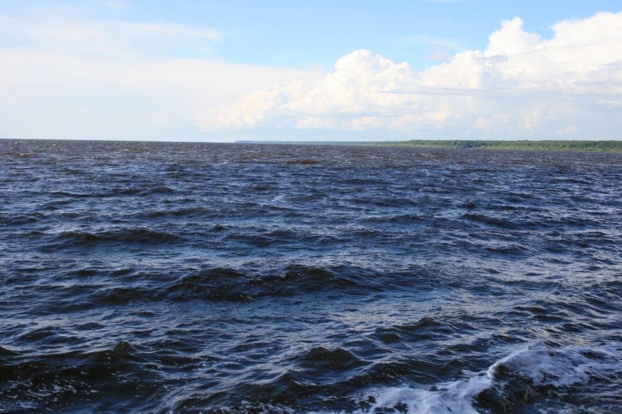 На Рыбинском водохранилище.
