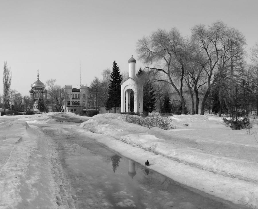 Тает в городе снег