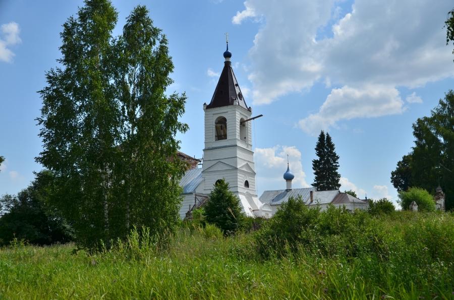 Пейзаж с колокольней