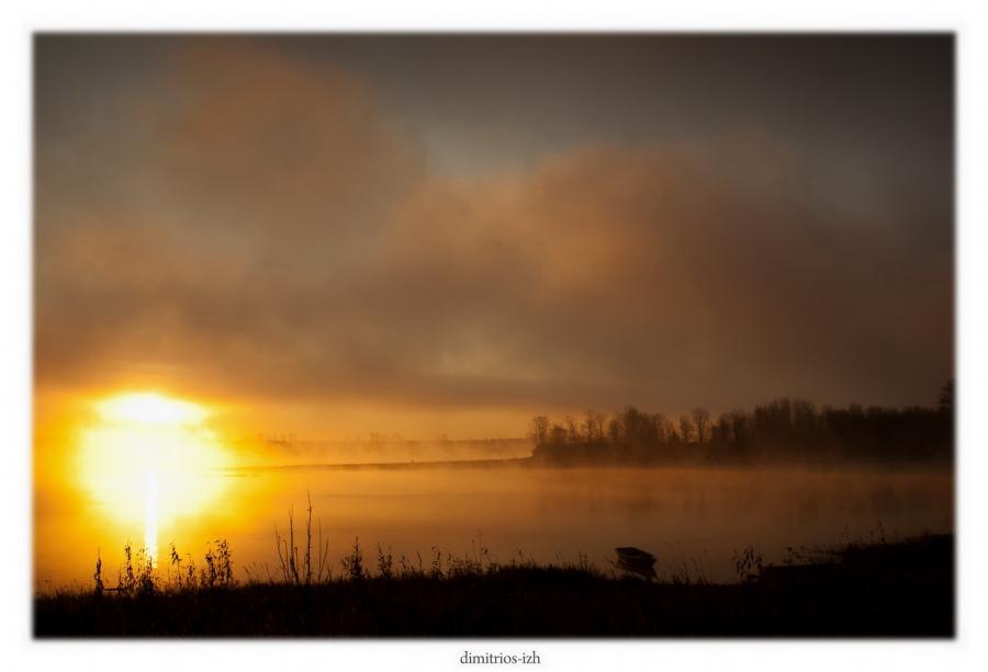 Туманный рассвет на реке