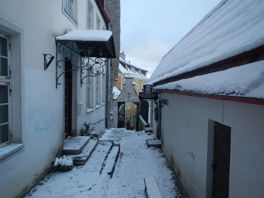 Узкие улочки зимней сказки.