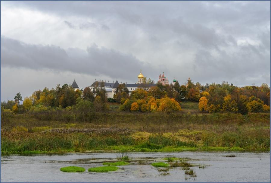 Вид на Саввино-Сторожевский монастырь