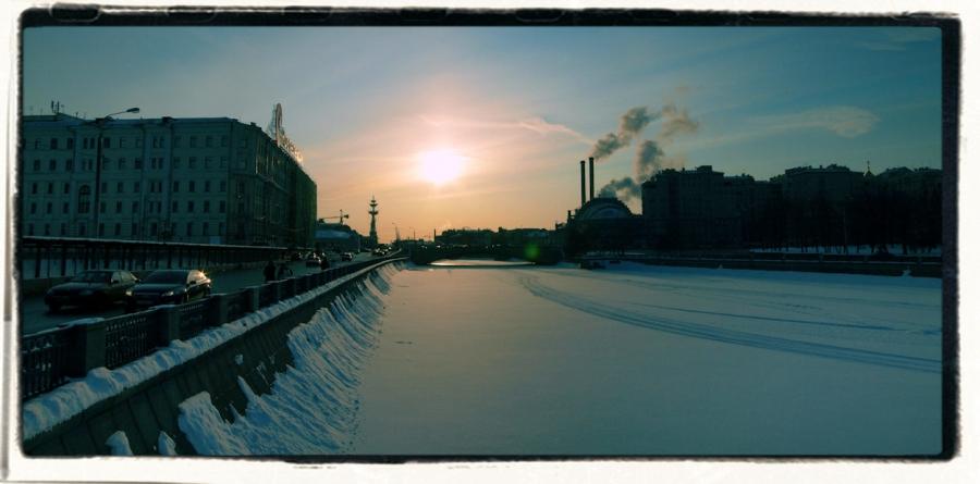Морозный вечер на Москве реке.