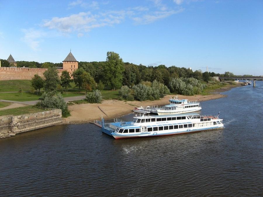 Вид на Волхов и Новгородский Кремль