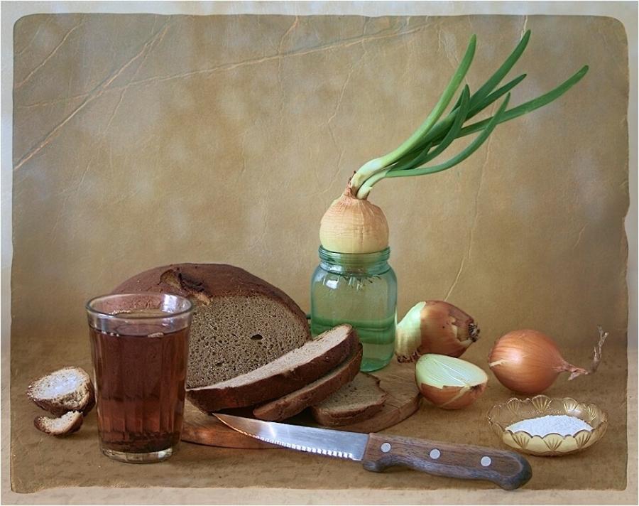 Хлеб, чай, лук...