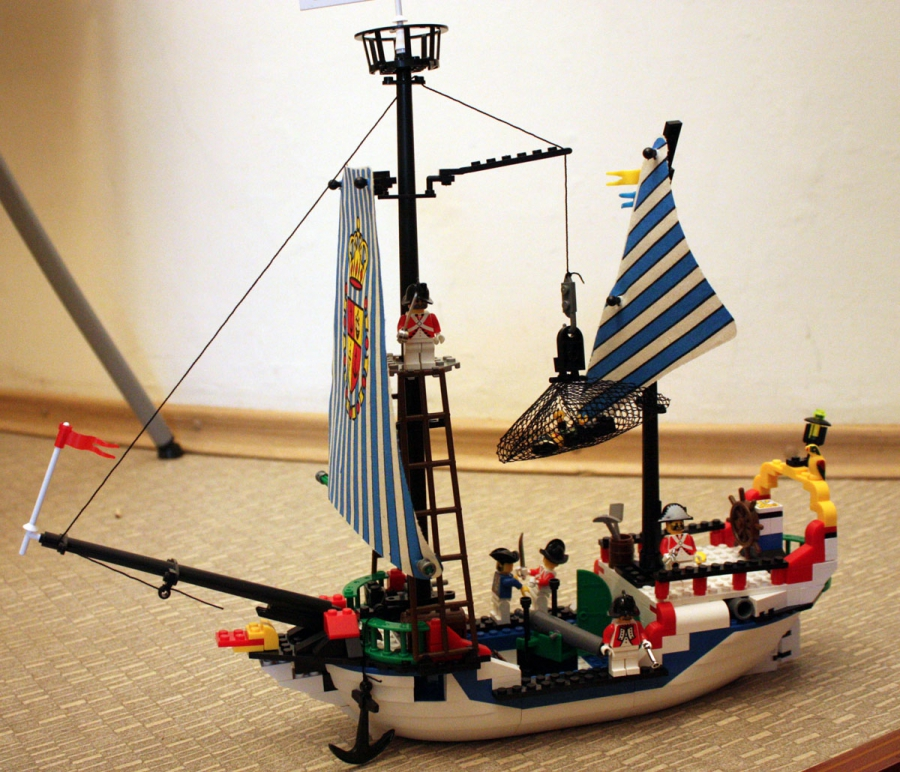 Пиратский корабль из лего