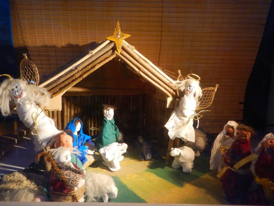 Рождественский вертеп за стеклом....